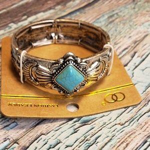Jewelry - Silvertone adjustable stretch turquoise bracelet